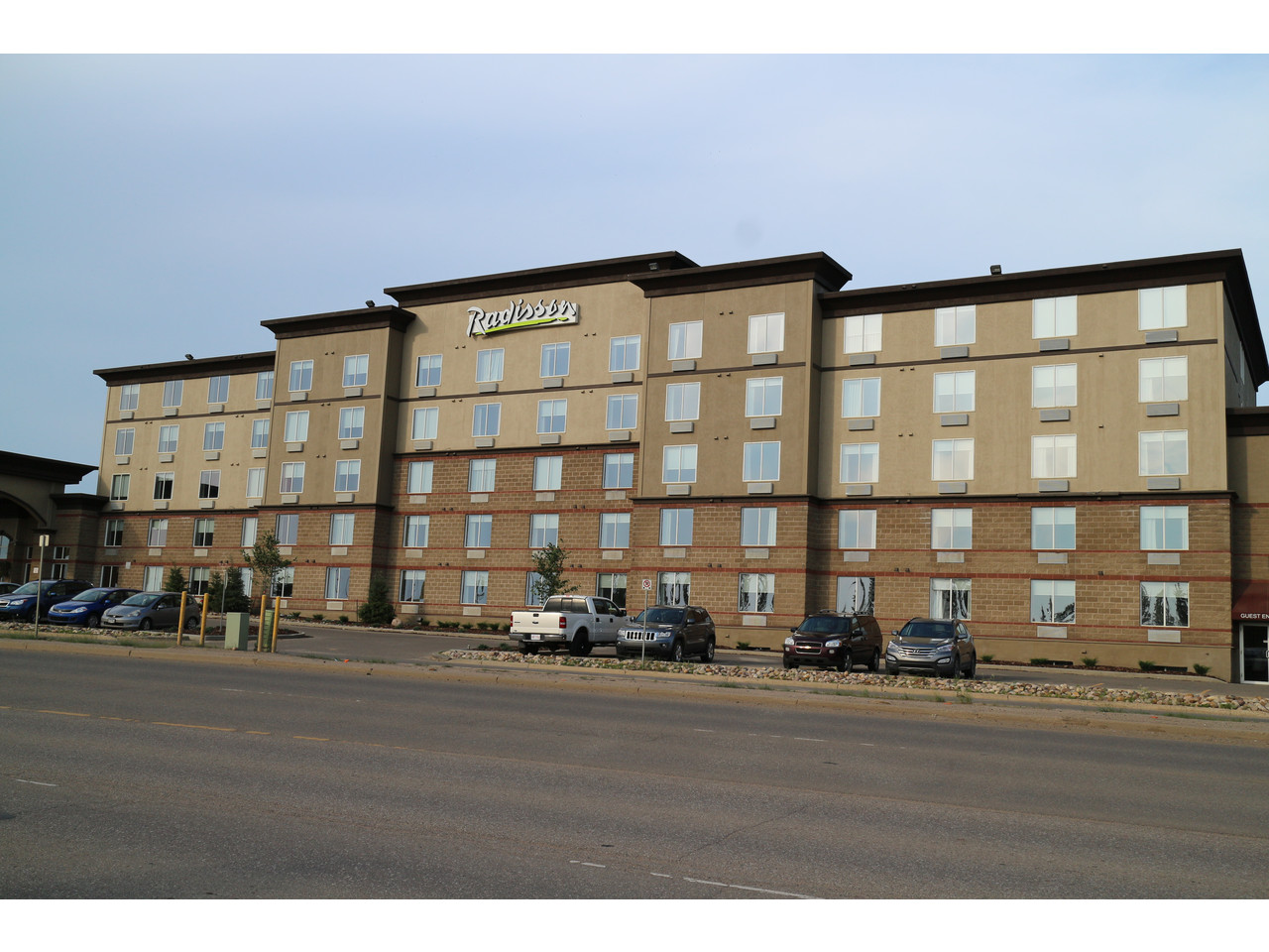 Radisson hotel and suites fort mcmurray alberta elsie hui for Radisson hotel